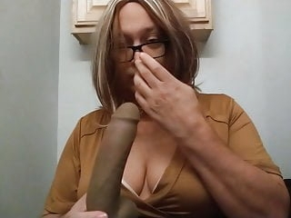 Jennifer Boobs sucking Black Dildo