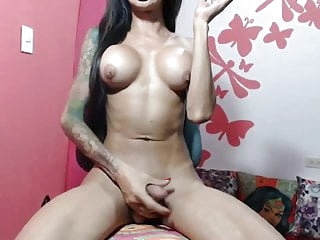 Super Fit Babe Shemale On Webcam - TeRRiFieR7