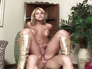 Steamy guy & tranny pound each other with joy