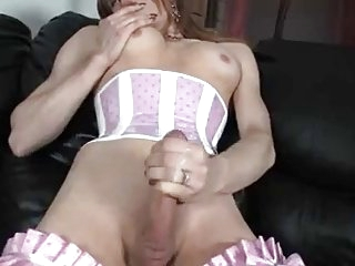 Sissy cums with the buttplug
