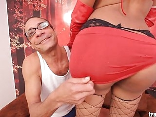 Hot skinny Colombian tranny suck and fuck big cock