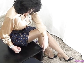 Femdom Mommy Gives Handjob In Shiny Pantyhose